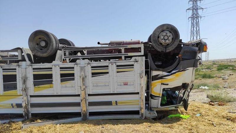Palet yüklü kamyonet şarampole devrildi: 1 yaralı