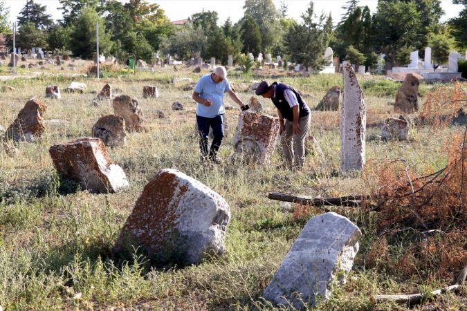 Geçmişi 2 bin yıl öncesine dayanan mezarlık arkeoloji müzesini andırıyor