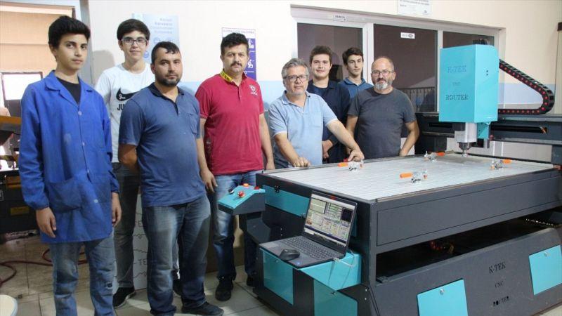 Konya'da meslek lisesi öğrencileri okullarında CNC makinesi üretti