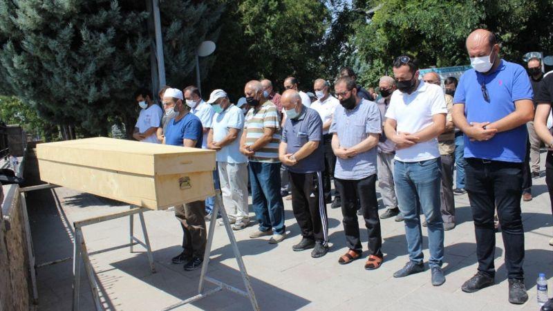 Konya'da Kovid-19 nedeniyle vefat eden akademisyen, son yolculuğuna uğurlandı