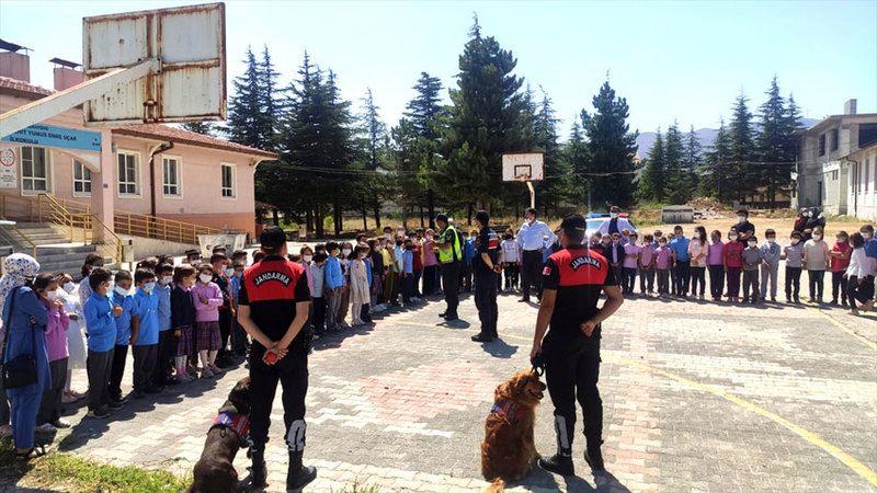 Jandarma 560 personelle 630 okulda güvenlik çalışması yaptı
