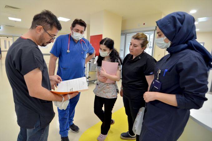 """Konya Şehir Hastanesi """"hibrit"""" ameliyathanesi ile 0-18 yaş kalp hastalarına şifa oluyor"""