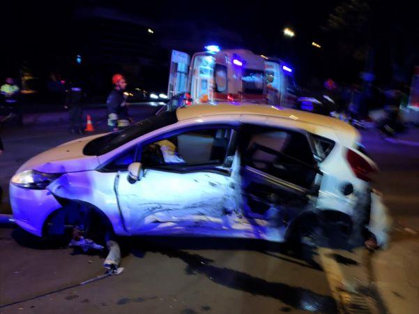 Konya'da 2 otomobilin çarpışması sonucu 2 kişi öldü, 1 kişi yaralandı