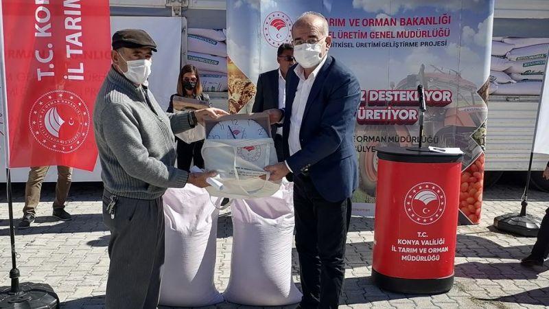 Emirgazi'de çiftçilere sertifikalı tohum dağıtıldı
