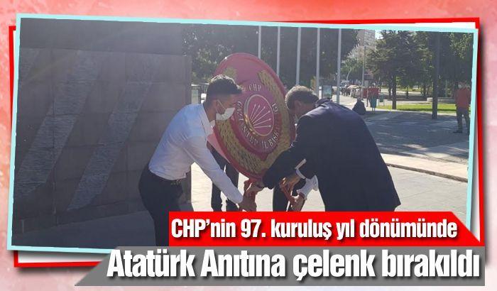 Hayri Sucu Atatürk Anıtına çelenk bıraktı