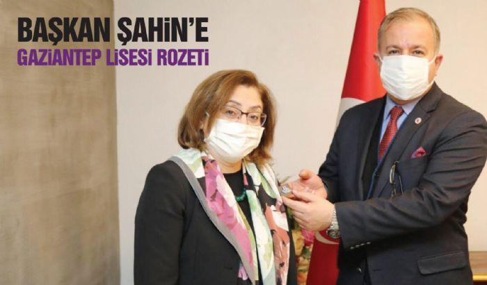 ŞAHİN'E GAZİANTEP LİSESİ ROZETİ