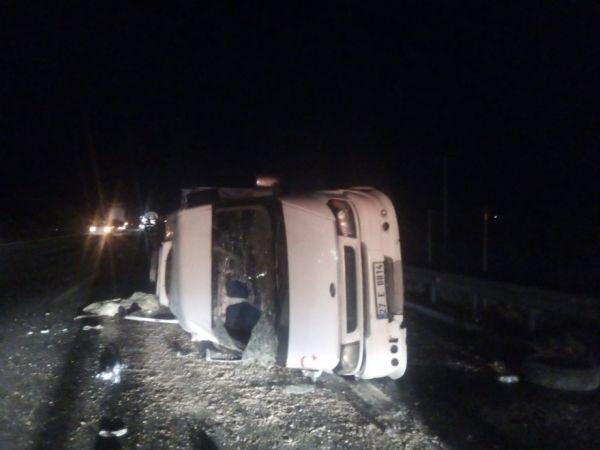 Tarım işçilerini taşıyan minibüs devrildi: 9 yaralı