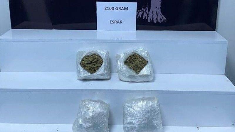 Yolcunun çantasından 2 kilo 100 gram esrar çıktı