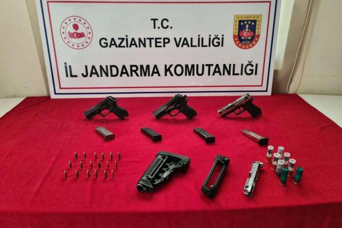 Uyuşturucu ve silah kaçakçılarına operasyon düzenlendi