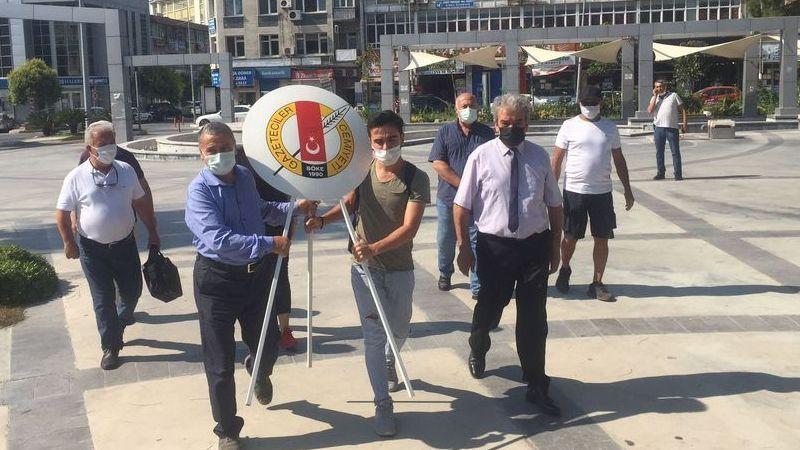 SÖKE'DE GAZETECİLER ATATÜRK ANITI'NA ÇELENK SUNDU