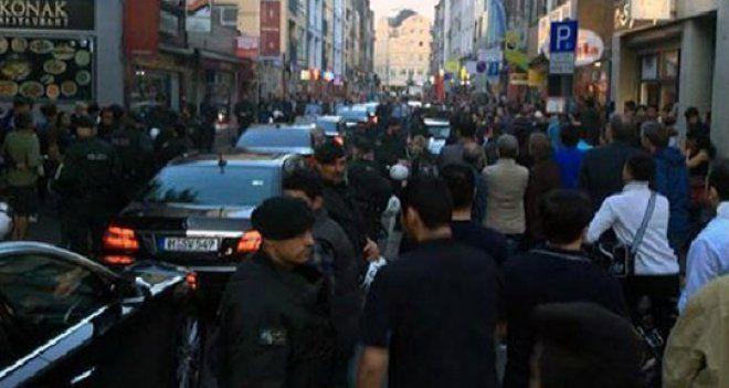 Erdoğan'ın mitingi öncesi Başbakan Yardımcısı'na Köln'de protesto