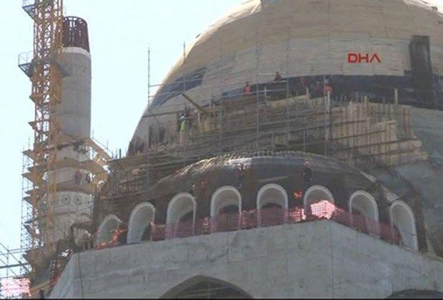 Camii İnşaatında Çalışan 30 İşçi İşten Çıkarıldı