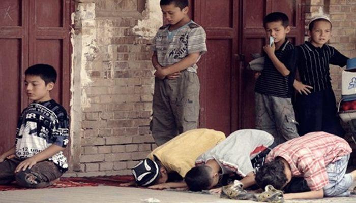 Çin, Doğu Türkistan'da Kur'an kursunu basarak 300 öğrenciyi tutukladı!