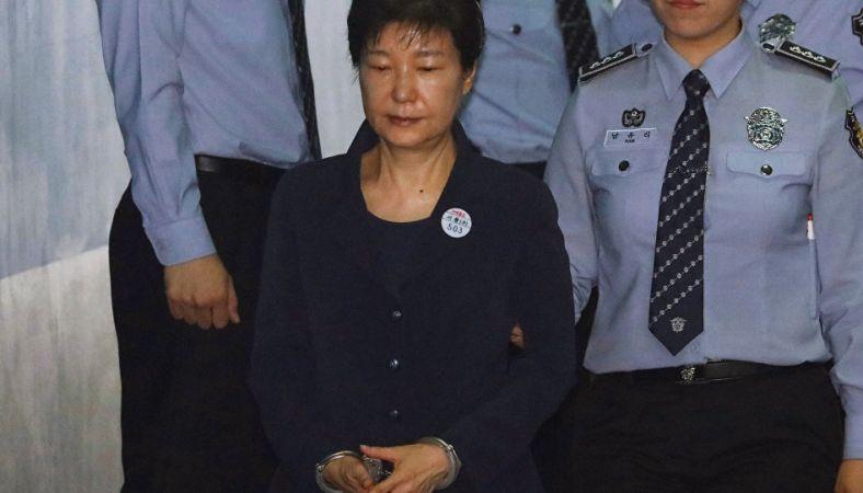 Güney Kore'nin görevden azledilen eski Devlet Başkanı, rüşvet ve siyasi nüfuz skandalı davasının ilk celsesi görüldü