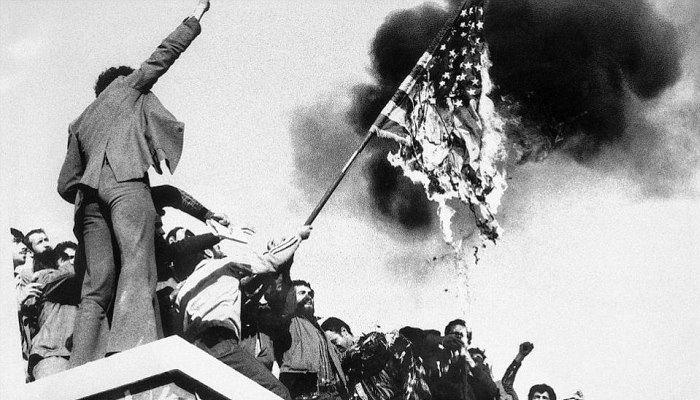 4 Kasım 1979: İran'da öğrenciler ABD elçiliğini ele geçirdi