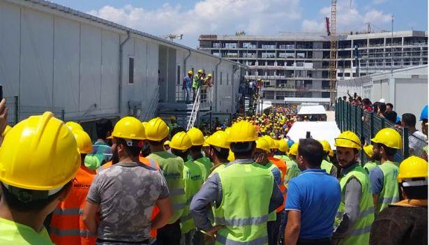 Bursa Şehir Hastanesi işçileri kötü iş koşulları nedeni ile eylem yapıyor
