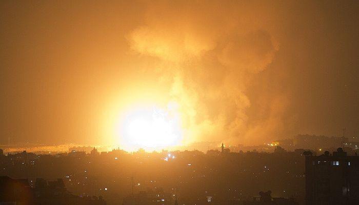Katil İsrail tüm gece Gazze'yi bombaladı: Bir anne ve 1.5 aylık bebeği şehit oldu!