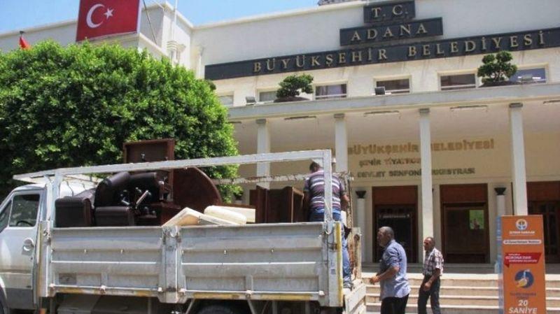 Adana Büyükşehir Belediyesi'ne haciz geldi