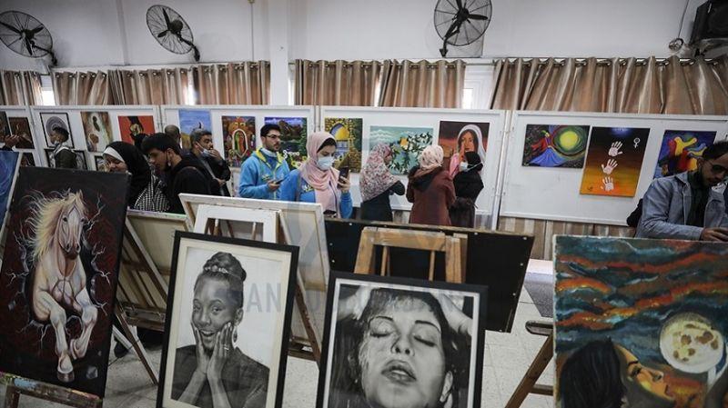 Gazze'de Toprak Günü'nün 45. yılında resim sergisi düzenlendi