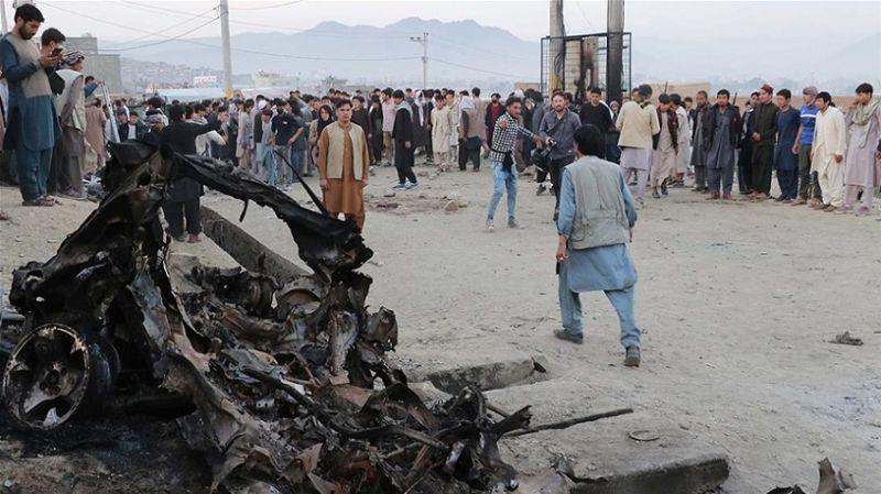 Afganistan'da okul önünde düzenlenen bombalı saldırıda ölenlerin sayısı 50'ye yükseldi