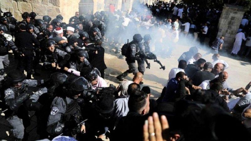 Siyonist rejim ateş(kes)le oynuyor: Cuma namazı çıkışı Aksa'da cemaate saldırdılar
