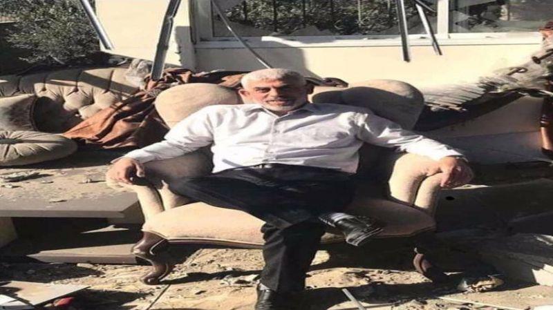 Direnişin 'racon'u böyle olur: Hamas'ın Gazze'deki lideri, bombalanan evi önünde poz verdi