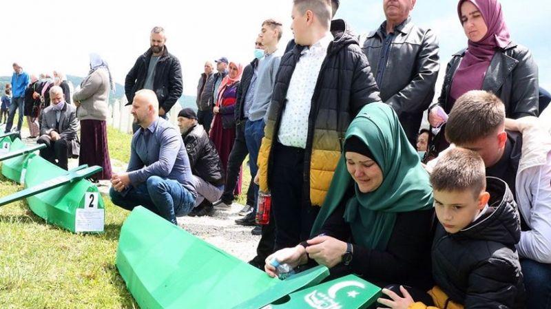 Bosna'daki soykırımın izleri: 29 yıl sonra toprağa verdiler