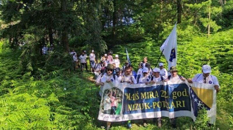 Srebrenitsalı şehitlerin anısına yapılan Barış Yürüyüşü başladı