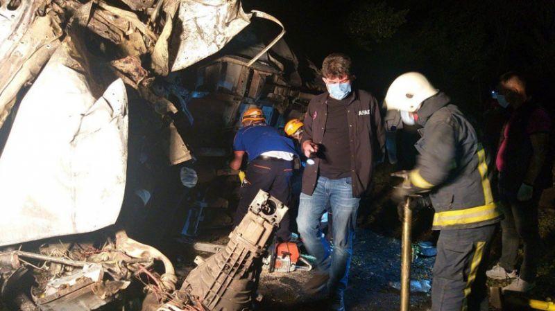 Van'da mültecileri taşıyan minibüs kaza yaptı: 12 kişi yaşamını yitirdi