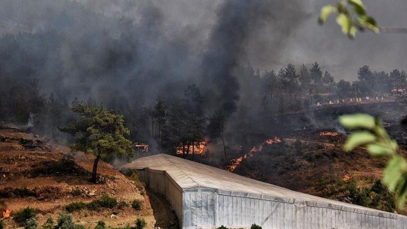 Mersin'de İki İlçede Çıkan Yangın Kontrol Altına Alınmaya Çalışılıyor