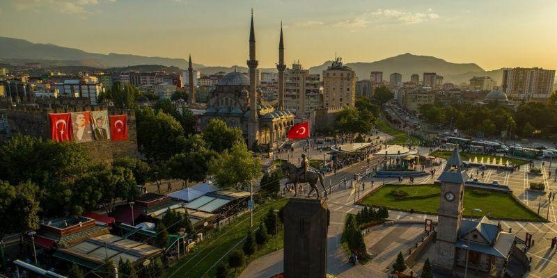 Kayseri'de Nişan Töreni Facia ile Bitti! Balkonu Çöken Evde 13 Kişi Yaralandı