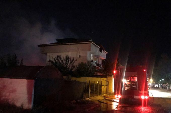 Antalya'nın Serik ilçesinde Bir Villada Yangın Çıktı