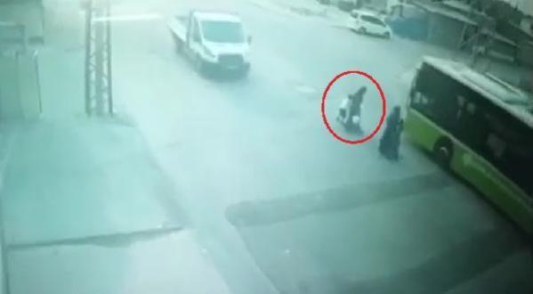Adana'da Otobüsün Çarptığı 7 Yaşındaki Çocuk Hayatını Kaybetti