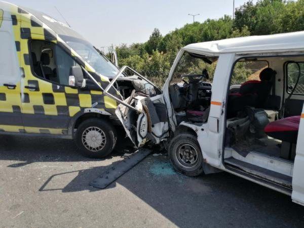 Sancaktepe'de Trafik Kazası! İki Araçla Çarpışan Minibüs Sürücüsü Yaralı