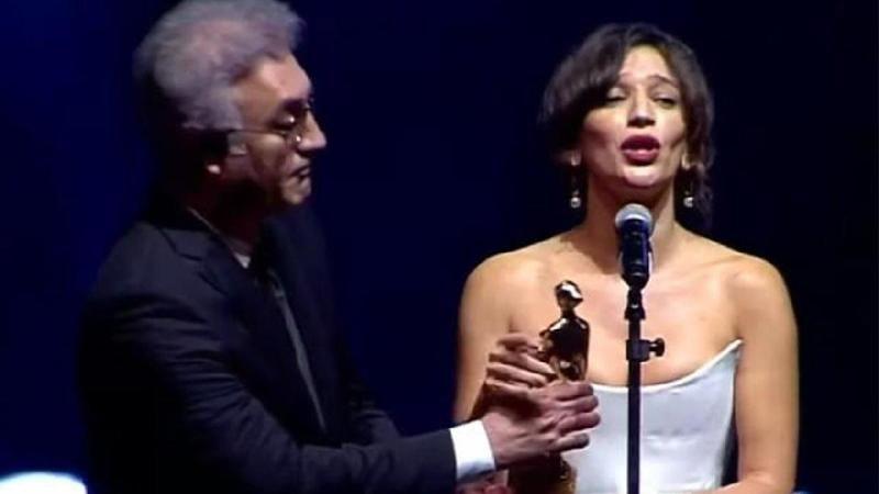 Nihal Yalçın Kimdir? Nihal Yalçın Ödül Töreninde Tamer Karadağlı'ya Tepki