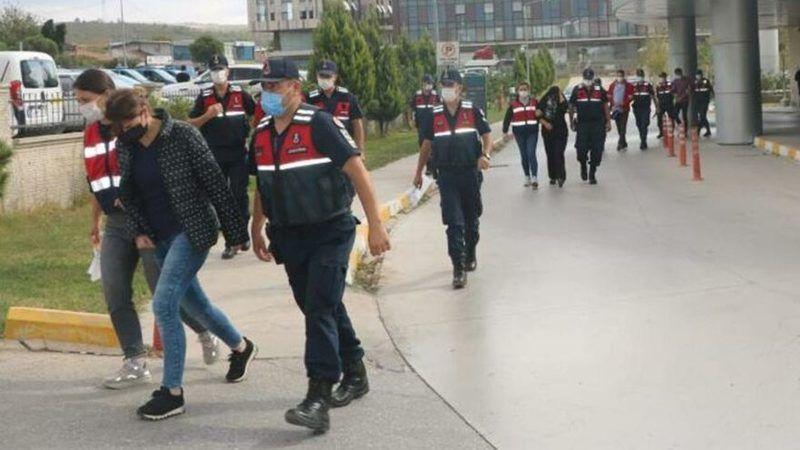 Son Dakika: İzmir'de Doktor ve Eczacılara Dev Operasyon! Evden Çıkanlara İnanamayacaksınız!