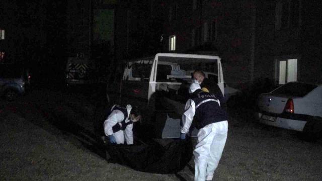 Kan Donduran Vahşet: Gelinini Öldürdü: Cesedini Parçalara Ayırırken Yakalandı!