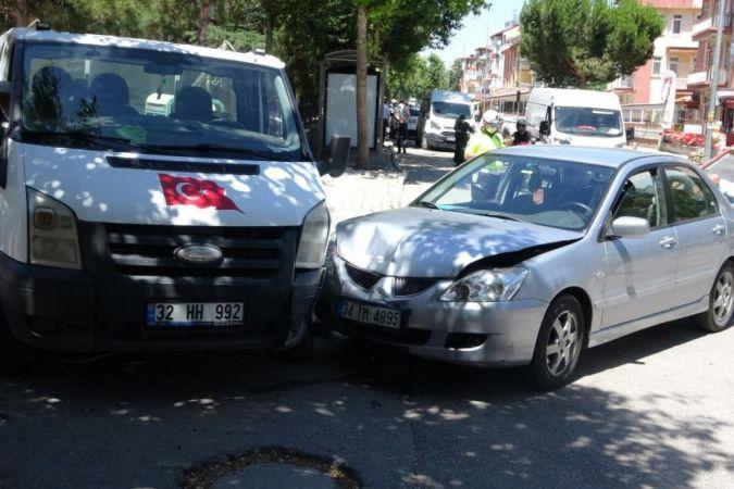 Isparta'da Kaza: Kamyonetle Otomobil Çarpıştı! 4 Yarlı