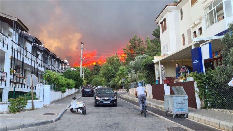 Marmaris'teki yangın büyüyor