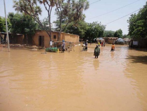 Dünyadan Felaket Haberleri Gelmeye Devam Ediyor: Sel 35 Can Aldı!