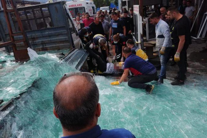 Akılalmaz kaza! Koca cam blok camcının üzerine devrildi...