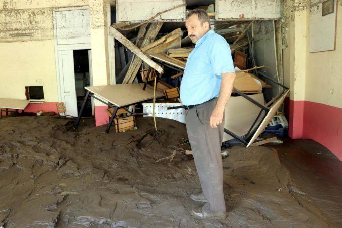 Bozkurt'ta sele kapılan esnaf 16 saat mahsur kaldı