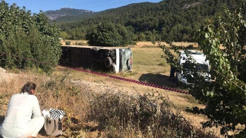 Son dakika! Muğla'da feci trafik kazası! Turist kafilesini taşıyan otobüs öğrenci servisi ile çarpıştı...