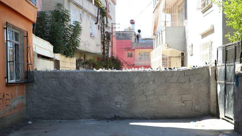 'Tapulu arazim' dedi sokağa çivili duvar ördü!