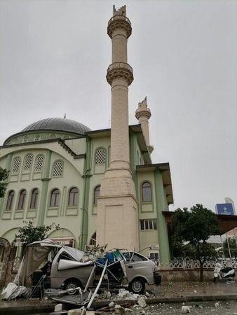 Aydın'da felaketin eşiğinden dönüldü! Cami minaresinin külahları fırtınadan koptu