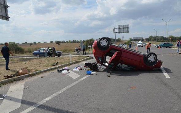 KÜTAHYA'da, 3 otomobilin karıştığı zincirleme kazada, 2 sürücü dahil 7 kişi yaralandı.