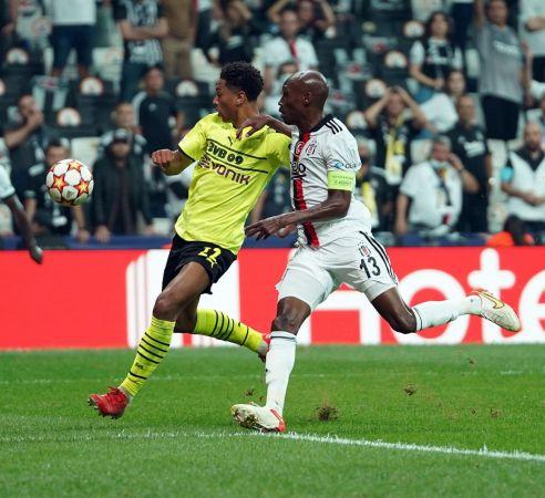UEFA Şampiyonlar Ligi: Beşiktaş: 0 - Borussia Dortmund: 2 (İlk yarı)