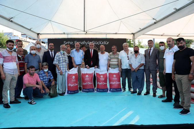 Büyükşehir'den 2042 esnafa 40 ton çay hibe