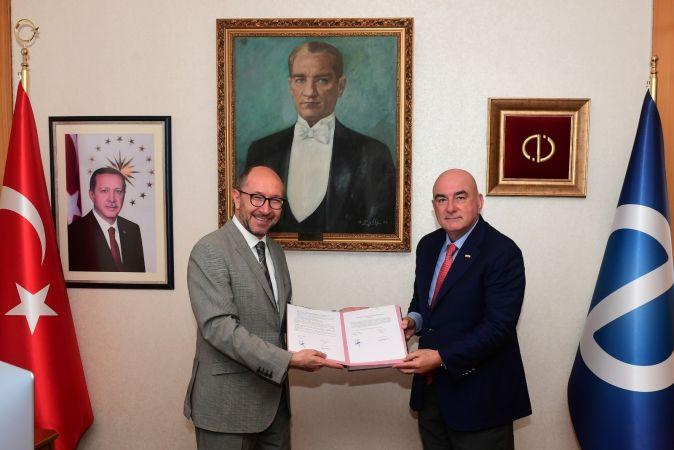 Anadolu Üniversitesi'nden Azerbaycan Programları için iş birliği protokolü