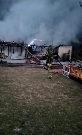 Ormanlık alandaki ahşap restoranda yangın çıktı